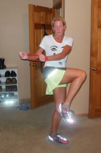 knee up above waist & twist